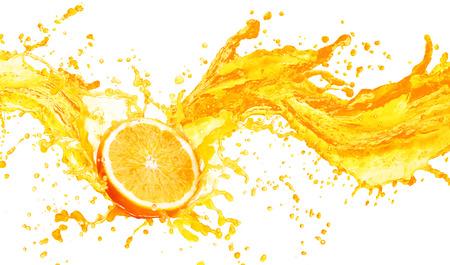 Orange éclaboussures de jus avec ses fruits isolé sur fond blanc Banque d'images - 49266812