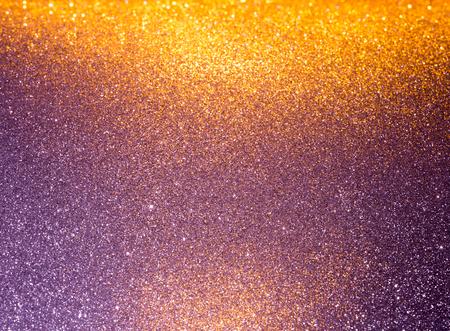 Abstracte achtergrond gevuld met glanzend goud en paars glitter Stockfoto