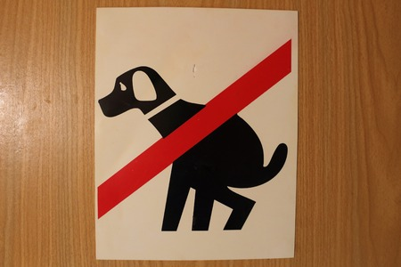 Prohibiting signs about the inadmissibility dog shit
