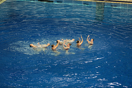 nataci�n sincronizada: MOSCOW, RUSSIA - APRIL 1, 2016: Womens teams Championship in synchronized swimming at the indoor pool