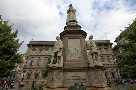 leonardo da vinci: MILAN, ITALY - MAY 29, 2016: Monument to Leonardo da Vinci at the La Scala square. The work of the sculptor Pietro Magni