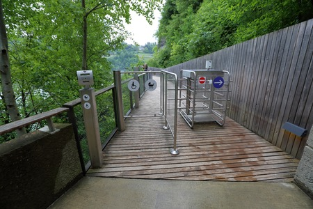 tourniquet: Steel automatic turnstile with pointers to traverse a mountain path