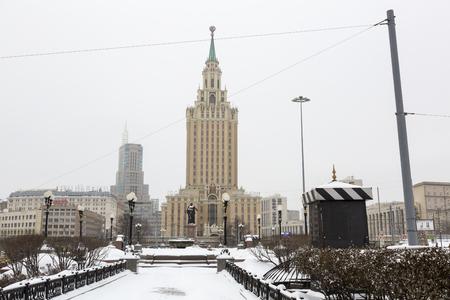 leningradskaya: MOSCOW, RUSSIA - JANUARY 5, 2017: Tower of the Leningradskaya Hotel near three train stations