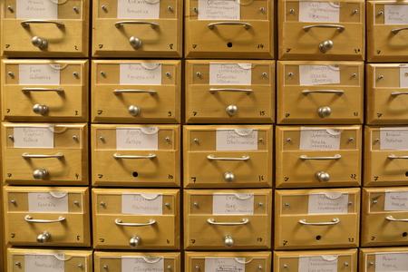 Moskau, Russland - 14. Januar 2017: Holzschränke Für Bücher In Der ...