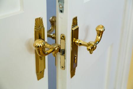 De handgreep van de mode krullende gouden kleur binnendeur