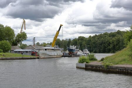 Industrial crane for unloading and loading in the river port
