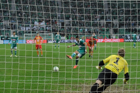 premiership: WROCLAW, POLAND - November 25: Diaz scores a penalty kick, Slask Wroclaw vs Jagielonia Bialystok on November 25, 2012 in Wroclaw, Poland.