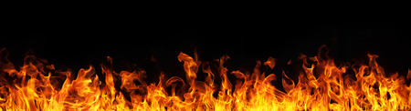 Fiamme fuoco su sfondo nero Archivio Fotografico