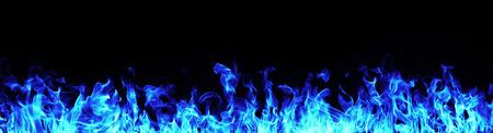 白い背景の青い火炎