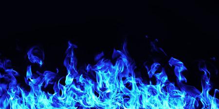 白い背景の燃える炎