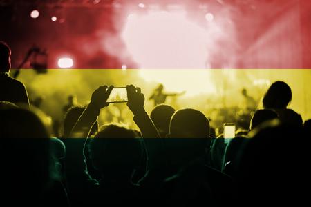 bandera de bolivia: concierto de m�sica en vivo con la mezcla de la bandera de Bolivia en los ventiladores