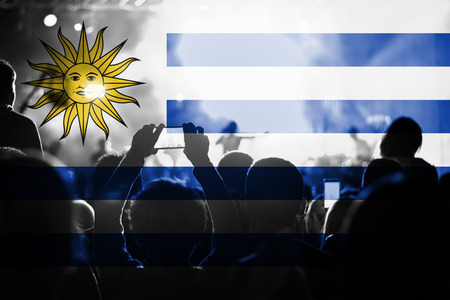 bandera de uruguay: concierto de música en vivo con la mezcla de la bandera de Uruguay en los ventiladores
