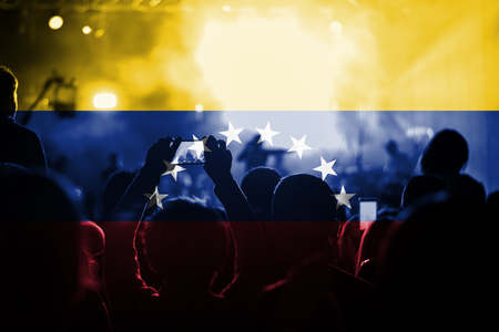 bandera de venezuela: concierto de música en vivo con la mezcla de la bandera de Venezuela en los ventiladores