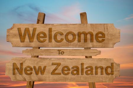 Benvenuti a Nuova Zelanda su sfondo di legno