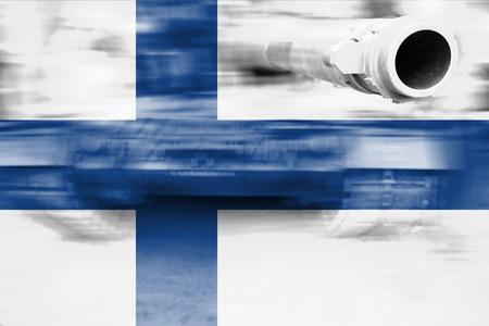 militärische Stärke Thema, Motion Blur Tank mit Finnland-Flagge