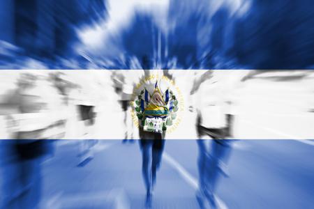 bandera de el salvador: corredor de maratón movimiento desenfoque con la mezcla de la bandera de El Salvador