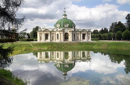 kuskovo: Pavilion Grotto in the park Kuskovo