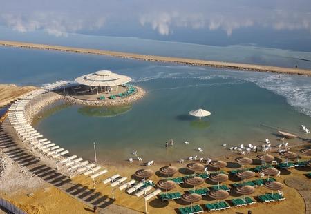 Ausgerüstet Strand am Ufer des Toten Meeres