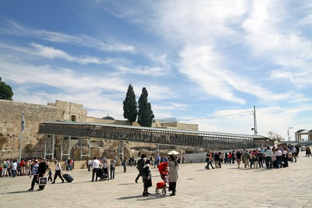 temple mount: JERUSALEM, ISRAEL - FEBRUARY 21, 2014: Mughrabi Bridge to the Temple Mount in Jerusalem Editorial