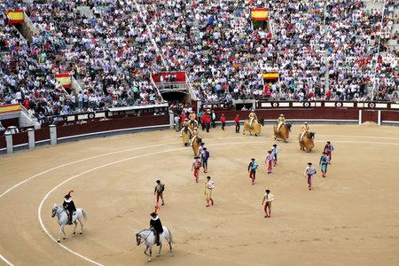 plaza de toros: MADRID, SPAIN - OCTOBER 05, 2013:  Parade participants bullfighting in arena Plaza de Toros de Las Ventas