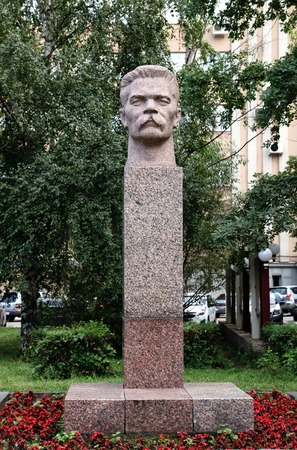 gorky: PENZA, RUSSIA - AUGUST 12, 2012: Monument to Russian writer Maxim Gorky in the city of Penza, Russia Editorial