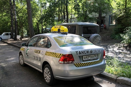 trees services: PENZA, RUSSIA - AUGUST 16, 2012: Taxi Car serves the residents of the city of Penza
