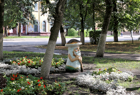 city pushkin: PENZA, RUSSIA - AUGUST 19, 2012: Fabulous old man character on Pushkin Boulevard in Penza Editorial