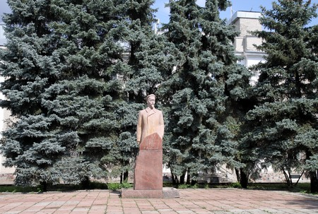 nobleman: PENZA, RUSSIA - AUGUST 19, 2012: Felix Dzerzhinsky monument on the background of blue spruce in Penza