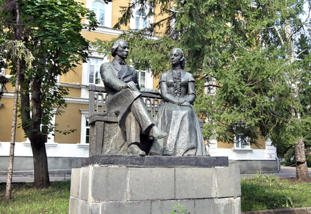 ulyanov: PENZA, RUSSIA - AUGUST 20, 2012: Monument to Lenin parents - Ilya Ulyanov and Maria Blanc - installed in front of Gymnasium in Penza Editorial