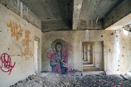yom kippur: QUNEITRA, SYRIA - MARCH 27, 2015: Abandoned city of Quneitra. This building was the headquarters of Syrian ground forces before the Yom Kippur War. Graffiti on the wall Editorial