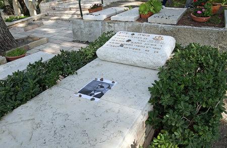 statesman: NAHALAL, ISRAEL - FEBRUAR 29, 2016: Grave of military and statesman Moshe Dayan in Moshav Nahalal