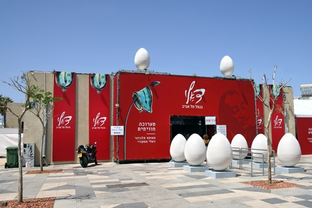 salvador dali: TEL AVIV, ISRAEL - APRIL 16, 2016: Entrance to the pavilion with the exhibition of works by Salvador Dali. Editorial