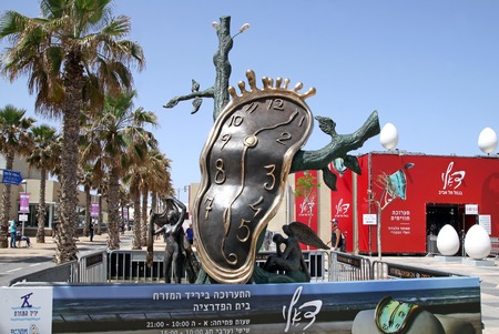 salvador dali: TEL AVIV, ISRAEL - APRIL 16, 2016: Clock and pavilion with an exhibition of works by Salvador Dali. Inscription - the announcement and opening hours