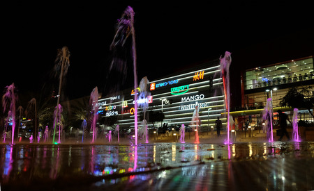 entertainment center: BEER SHEVA, ISRAEL - MAY 19, 2016: Modern shopping and entertainment center in Beer Sheva in the evening with a fountain in the foreground Editorial