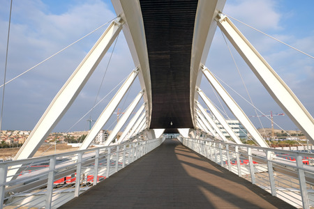 yam israel: BEER SHEVA, ISRAEL - DECEMBER 24, 2016: Footbridge in the new High-Tech Park in Beer Sheva.  Architectural style of high-tech