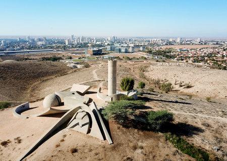 Palmach ネゲブ旅団のメンバーのメモリ内ビール SHEVA、イスラエル - 2017 年 11 月 24 日: 記念碑 報道画像