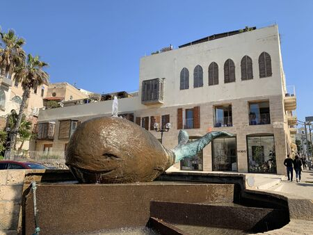 JAFFA, ISRAEL - FEBRUARY 23, 2019: Modern fountain and sculpture of a whale in the old city of Jaffa, by Ilana Gur Редакционное