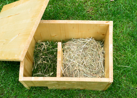 Do it yourself hedgehog shelter with open roof and hay – straight view from above