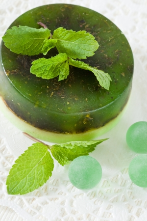 Handmade soap and mint leaves Imagens