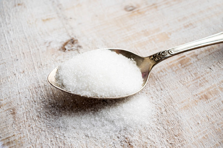 Artificial Sweeteners and Sugar Substitutes in metal spoon. Natural and synthetic sugarfree food additive:  sorbitol, fructose, honey, Sucralose, Aspartame Standard-Bild