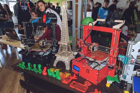 KROPIVNITSKIY, UKRAINE – 12 MAY, 2018: Plywood 3D printer graber i3. Wooden Three dimensional printing machine and various 3D printing detail. 報道画像