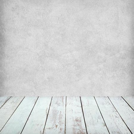 Soffitto In Legno Grigio : Vuoto interno bianco di camera du epoca senza soffitto dal grigio