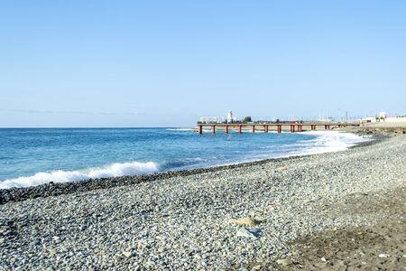Schwarzmeerstrandküste von Sotschi, Russland Standard-Bild
