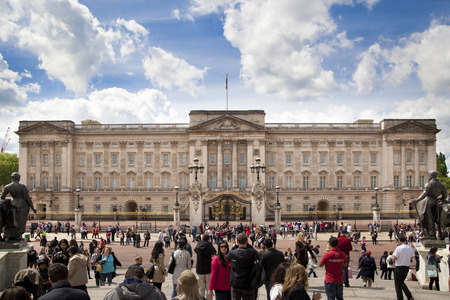 buckingham palace: LONDON, UK - MAY 14, 2014  Buckingham Palace the official residence of Queen Elizabeth II and one of the major tourist destinations U K  Entrance and main gate with lanterns