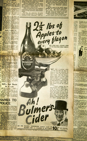 oude krant: Vintage news paper achtergrond