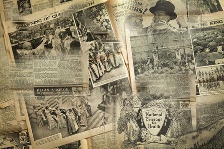 periódicos: Noticias Vintage fondo de papel Editorial