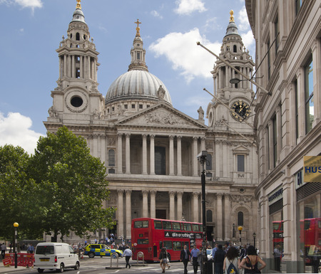 st  paul   s cathedral: LONDON, UK - JULY 6, 2014  London s street next to St  Paul s cathedral with office workers and public transport