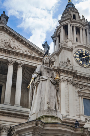 LONDON, UK - JULY 6, 2014  Queen Victoria monument next to St  Paul s cathedral