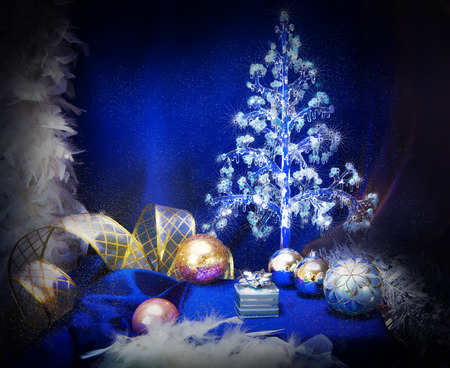 silver balls: Christmas background with snowflakes and silver balls