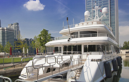 boat party: Limehouse basin in the centre of London, private bay for boats and yatches and flats with Canary Wharf view Stock Photo
